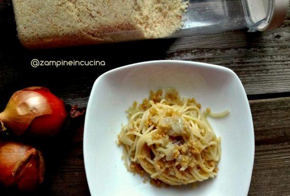 come-preparare-spaghetti-con-cipolle